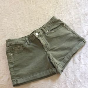 🌿 green denim shorts 🌿